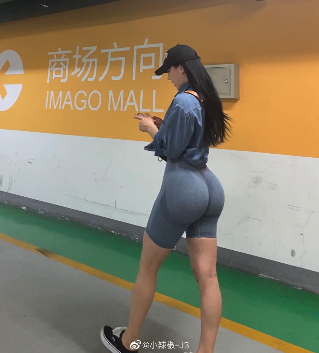 微博妹纸@小辣椒 饱满曲线~欲罢不能美图合集[521P/105M]